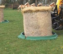 Plastový krmelec zvon La GÉE pro ovce a kozy 153 cm 12 míst se dnem