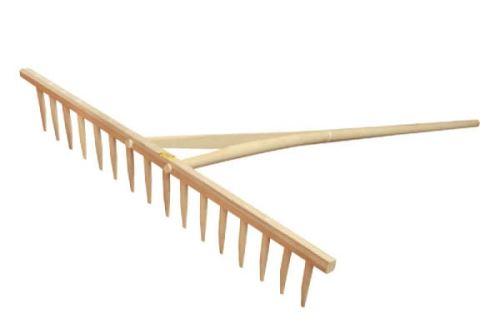 Dřevěné hrábě na seno s násadou