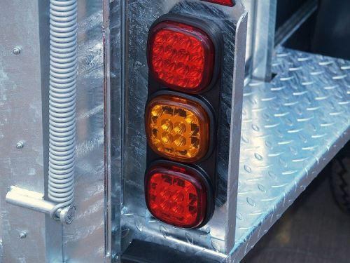 Zadní LED světla pro přepravník hospodářských zvířat Nugent