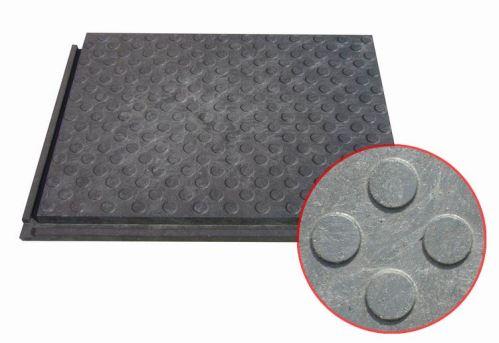 Kvalitní stájová zátěžová plastová rohož plná malá 80 cm x 60 cm x 4,3 cm pro koně a skot