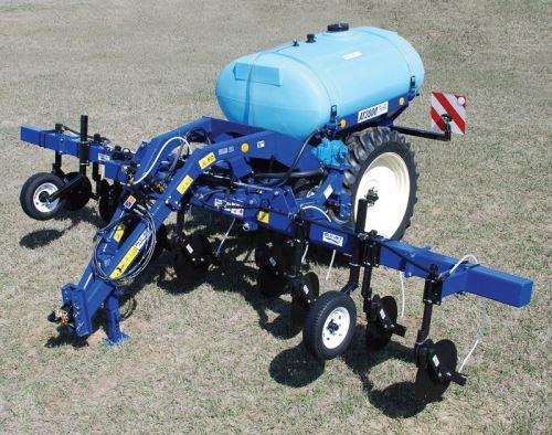 Aplikátor tekutých hnojiv na hnojení kukuřice BLU-JET AT 2000 7R75