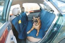 Deka do auta pro psa 145 x 150 cm s cestovní napájecí lahví