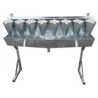8 zinkovaných odkrvovačů drůbeže střední velikosti na opěrách Spiumatrice DIT DICO 8
