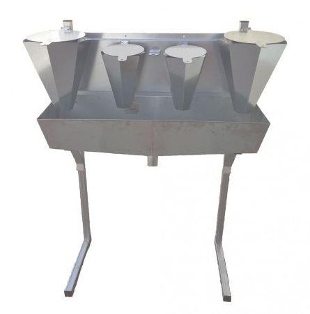4 zinkované odkrvovače drůbeže střední a velké na opěrách Spiumatrice DIT DICO