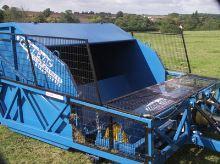 TerraVac Sweeper 70 - 7m3 kartáčový zametač na čištění padoků, pastvin, výběhů a parků