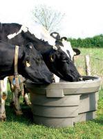 Pastevní napájecí nádrže La GÉE SUPERBAC 500 a 1000 l kulaté zalomené pro skot a koně
