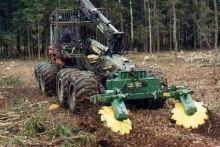 Dvoutalířová lesní půdní fréza nesená na forwarderu TPF-2V