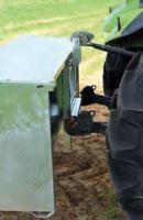 Násypné krmítko pro jehňata s průlezem Pasdelou 450 l do třetího bodu traktoru