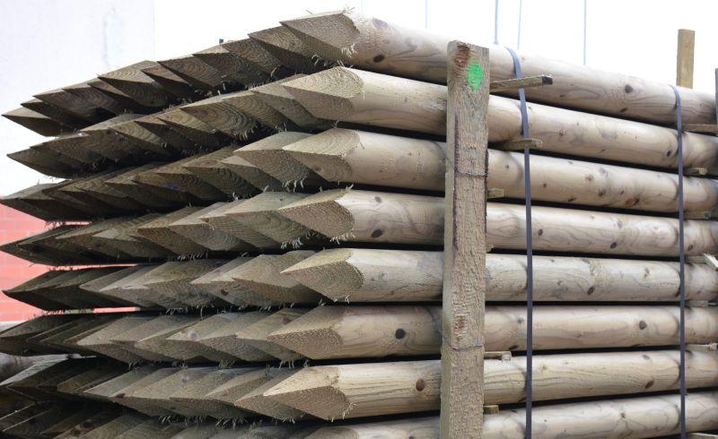 Dřevěný kůl kulatý borový 150 cm průměr 10 cm na ohradu